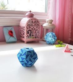 """Tip: Papers I usually buy on Ebay or Origami Shop. Japanese books I tend to buy from CDJapan. A while ago I saw this brilliant Kusudama by Aldo Marcell. If I have to put the Oleo Kusudama in words, I would describe it as a """"Twisting Vortex Design"""". It has a very distinct design that …"""
