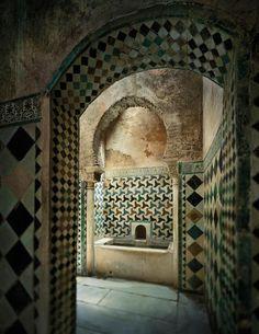 Interior del baño del palacio de Comares. Una visión inédita de la Alhambra por Jean Laurent y Fernando Manso. Fotografía © Fernando Manso. Cortesía Museo Arqueológico Nacional.