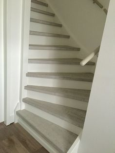 Flexxstairs traprenovatie in de kleur wit bezaagd eiken.