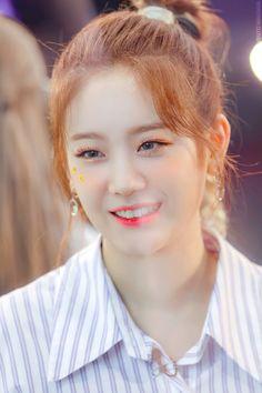 Hoop Earrings, Korea, Twitter, Fashion, Asian Beauty, Moda, Fashion Styles, Fashion Illustrations, Korean