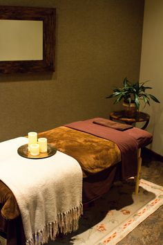Esthetician room, love the candles at the foot Massage Room Design, Massage Room Decor, Home Spa Room, Spa Rooms, Esthetics Room, Treatment Rooms, Diy Spa, Anti Aging Skin Care, Estheticians