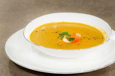 ΣΟΥΠΑ ΚΑΡΟΤΟΥ ΜΕ ΜΑΝΤΑΡΙΝΙ & ΚΡΕΜΑ ΒΑΛΣΑΜΙΚΟΥ ΡΟΔΙ - ΣΕΦ ΣΤΟΝ ΑΕΡΑ Thai Red Curry, Soup, Potatoes, Cooking, Ethnic Recipes, Chowders, Ideas, Soups, Potato