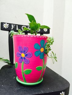 Flores base fucsia Clay Pot Projects, Clay Pot Crafts, Diy And Crafts, Pottery Painting, Diy Painting, Pottery Art, Painted Clay Pots, Painted Flower Pots, Flower Pot Crafts