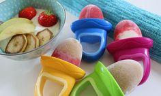 Eis am Stiel für Babys und Kinder selber machen ist gar nicht schwer – ihr braucht nur ein paar wenige Zutaten, Eisförmchen und einen Gefrierschrank.