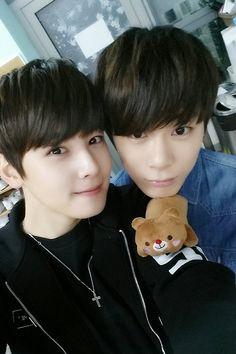 [09.12.15] Astro on Twitter - EunWoo e MoonBin