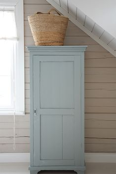 Swedish Cottage, House Inspiration, Vintage Cupboard, Farm House Colors, House Interior, Cottage Inspiration, Interior, Furniture Makeover, Cottage Interiors
