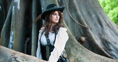 Penélope Cruz in Pirates of the Caribbean: On Stranger Tides Pirate Woman, Pirate Life, Lady Pirate, Tia Dalma, On Stranger Tides, Mystery Film, American Crime Story, Film D'animation, Captain Jack Sparrow