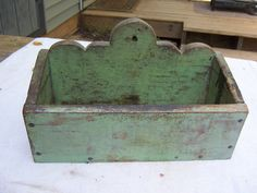 C Hanging Wall Candle Box Original Apple Green Lolipop back Primitive Painted Furniture, Primitive Cabinets, Primitive Decor, Painted Boxes, Wooden Boxes, Candle Box, Candle Molds, Art Populaire, Wood Basket