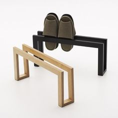 To know more about Eau スリッパラック, visit Sumally, a social network that gathers together all the wanted things in the world! Small Furniture, Plywood Furniture, Home Decor Furniture, Furniture Design, Diy Shoe Rack, Bois Diy, Diy Holz, Wood Design, Design Design