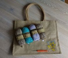 Afbeeldingsresultaat voor ah tas haken Crochet Home, Diy Crochet, Diy Bags Purses, Crafts For Boys, Jute Bags, Crochet Handbags, Dollar Store Crafts, Market Bag, Wool Felt
