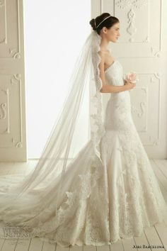 Magnificient Aire Barcelona wedding dress with long veil Love it!! I can wear with hear down (w scalloped part at hairline), pony, or braid up do (could even braid in white string to make it look like its part of hairstyle)