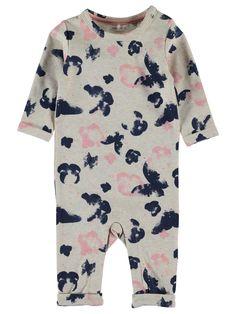 Bodysuit - kruippakje NITJAO van het merk Name-it Dit is een beige kleurig kruippakje zonder voeten. Voorzien van een donker blauw met roze print en een drukknoop sluiting op de schouder en tussen de benen.