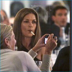 Celebrities Who Smoke E Cigs: Hollywood Loves To Vape - Catherine Zeta Jones