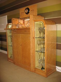 How amazing is this cocktail cabinet! Art deco sits so well with furniture from other decades.