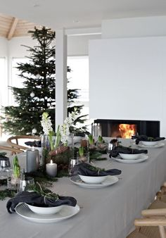Schon An Easy Christmas Table Setting