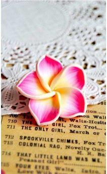 Fleur hawaienne rose en pâte polymère