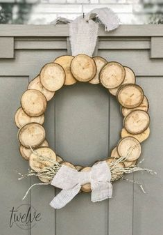 Wood Slice Wreath | Breathtakingly Rustic Homemade Christmas Decorations