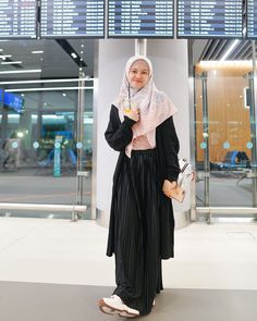 Stylish Hijab, Casual Hijab Outfit, Hijab Chic, Casual Outfits, Street Hijab Fashion, Muslim Fashion, Muslimah Clothing, Girls Dp Stylish, Hijab Fashion Inspiration