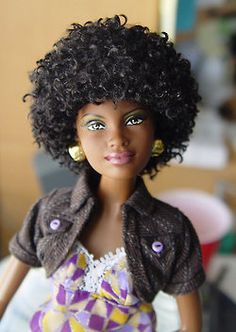 Beautiful Black Barbie rockin her curly afro and her gold earrings! African Dolls, African American Dolls, Barbie Style, Girl Barbie, Bjd Doll, Dolls Dolls, Baby Dolls, Reborn Dolls, Diva Dolls
