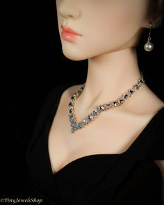 For sale is this necklace for an SD size doll (55-75cm doll). This necklace is made clear crystals, which give the look of diamonds! These