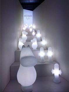 Een superleuke Moomin lamp van hoogwaardige kwaliteit die menig kinder- en volwassenenhart sneller doet kloppen. Er zijn drie personages, Moem, Snormaiden en Hattifattener.