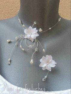 Collier mariage blanc fleurs et perles                                                                                                                                                      Plus