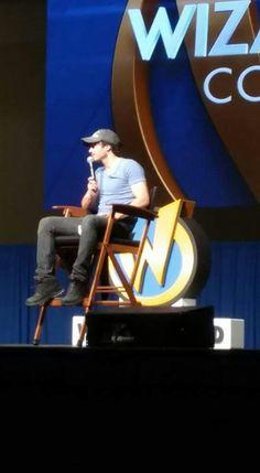 Ian Somerhalder autograph session at Wizard World St. Louis Con (April 8, 2017)