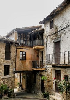 Un detalle  del pueblo medieval de El Mallol  Catalonia