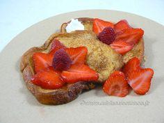 Brioche perdue aux fraises et cardamome | Une cuisine pour Voozenoo Mai, Cheesecake, Strawberry, Desserts, Strawberries, Raspberry, Everything, Flowers, Kitchens