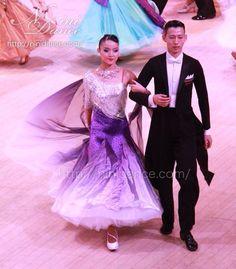 D315シルバーボディに紫白グラデーションのモダンドレス : 社交ダンスウェアNiniDance