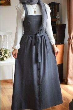 Street Hijab Fashion, Skirt Fashion, Fashion Dresses, Hijab Style Dress, Dress Outfits, Hijab Chic, Islamic Fashion, Muslim Fashion, Moroccan Dress