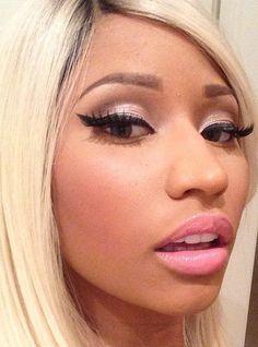 Nicki Minaj blonde wig pink eye eyelash lipgloss