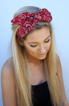 12 Grown-Up Ways to Wear a Bow in Your Hair - Violet Here's a more teen hairstyle for the fourth! More of a grown up cute style! Straightened hair with a fun red bandana! Summer Hairstyles, Pretty Hairstyles, Glamorous Hairstyles, Bandana Hairstyles For Long Hair, Teen Hairstyles, Casual Hairstyles, Hairstyles 2018, Medium Hairstyles, Picture Day Hairstyles