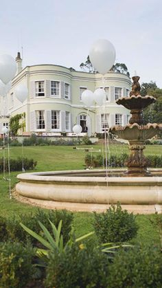 A special wedding venue must always have unique places to take the best photographs taking advantage of the landscape and the view. Deer Park is one of the most romantic wedding venues in Devon, set in glorious grounds, gardens, and featuring a riverside walk, the venue is very elegant too. Win-Win! !! #weddingmagazine #weddingplanner #planmywedding #weddingdirectory #weddingdesign #stylemywedding #bridetobe