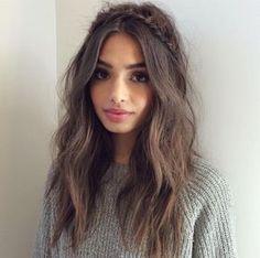 Você deve estar pensando: cabelo bagunçado agora é tendência? Pois é, se no passado fios bem alinhado...