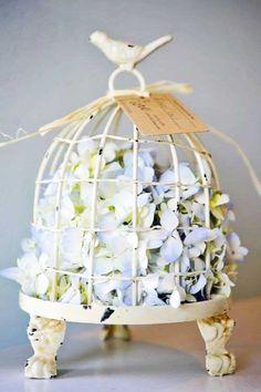 39 Ideas for vintage bird cage decor shabby chic ana rosa Casas Shabby Chic, Estilo Shabby Chic, Shabby Chic Homes, Shabby Chic Decor, Vibeke Design, Deco Floral, Vintage Floral, Vintage Style, Bird Cages