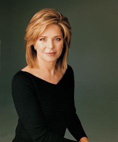 Queen Noor of Jordan, born Elizabeth Halaby, last wife to King Hussein ibn Talal of Jordan. Medium Hair Cuts, Medium Hair Styles, Short Hair Styles, Reina Noor, Queen Noor, Hair Dos, Cut And Color, Looking For Women, Hair Lengths