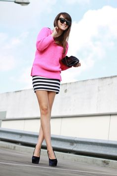 perfect outfit, definitely going to try this for the fall. well my version of it at least. Pull Rose, Hot Pink Sweater, Loose Sweater, Style Scrapbook, Trends, Stripe Skirt, Look At You, Couture, Look Cool
