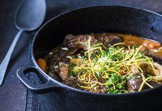 Osso buco | Koti ja keittiö Japchae, Beef, Drink, Ethnic Recipes, Food, Meat, Beverage, Drinks, Hoods
