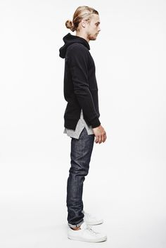 Urban Outfit / sweatshirt black / denim / white shoes