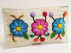 Hand Embroidery Flowers, Embroidery Bags, Embroidered Flowers, Embroidery Stitches, Embroidery Patterns, Felt Crafts, Easter Crafts, Felt Wallet, Rock And Pebbles