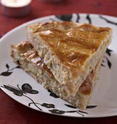 Une galette des rois originale à la crème de marrons. La recette est facile et très bonne : la crème de marrons parfume la crème d'amandes peu sucrée. Mes voisines ont beaucoup aimé hier !