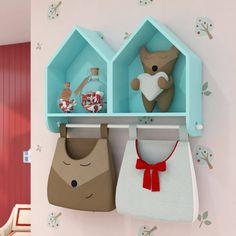 O Nicho Casinha Completo Chapeuzinho Vermelho é uma exclusividade da Grão de Gente! Criado especialmente para o quarto da sua pequena, os nichos já vêm com um varão para comportar o porta-fraldas ou qualquer outro acessório que combine com a decoração do quarto de bebê!