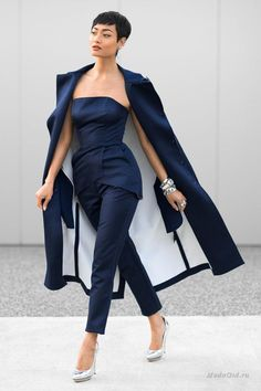 Micah Gianneli: Glamorous and Luxe Fashion Style – Glam Radar Fashion Mode, Blue Fashion, Look Fashion, Autumn Fashion, Womens Fashion, Fashion Blogs, Style Work, Mode Style, Mode Outfits