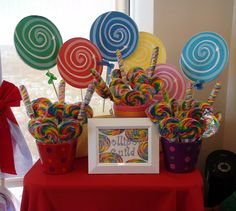 Wizard of Oz Lollipop Guild One Year Birthday, 3rd Birthday Parties, Dad Birthday, Lollipop Bouquet, Diy Bouquet, Wizard Of Oz Play, Lollipop Decorations, Gala Themes, Tea Party Table