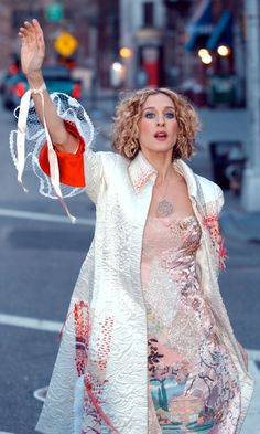 Sarah Jessica Parker as Carrie Bradshaw Hailing A Cab In A White Coat Complete With Lace Sleeves in Sex and the City Season 5 #Feminine #Embellished