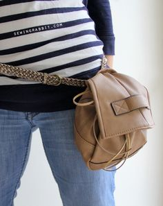 Detachable Belt Fanny Pack DIY - The Sewing Rabbit Workout Belt, Diy Backpack, Sewing Lessons, Couture Bags, Sewing For Beginners, Refashion, Fanny Pack, Bag Accessories, Packing