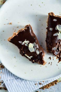 Tarta czekoladowa z dżemem truskawkowym – Kuchenny Kodeks
