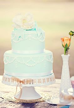 FlowerFilled Florida Bookstore Wedding Ali Max White Cakes - Small Blue Wedding Cakes