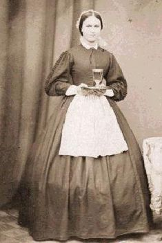 Victorian madi - her apron is unusually small for a maid in those times.  dh-36f035c.jpg (271×404)
